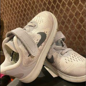Nike toddler girl running shoes